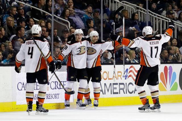 Ducks_sharks_hockey_71383