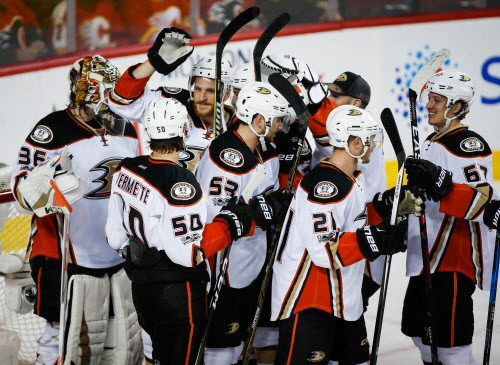 Ducks-flames-hockey_23705693_50631710