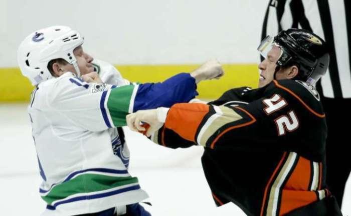 Canucks_ducks_hockey_21538-727x449