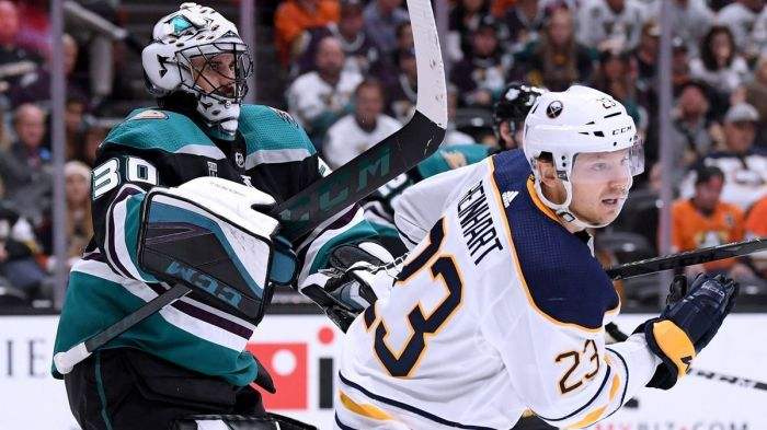 Ducks-pay-tribute-to-paul-kariya-but-its-no-banner-night-for-players-on-the-ice-in-4-2-loss-to-sabres